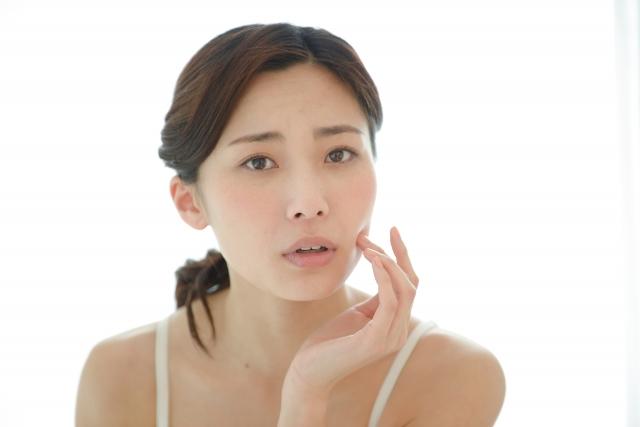 表情筋の筋力低下や姿勢の悪さも不調の原因になります